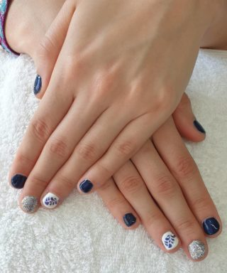 Un joli Bleu pour une pose toute mignonne 💙🥰 Pose de vernis semi-permanent 💅