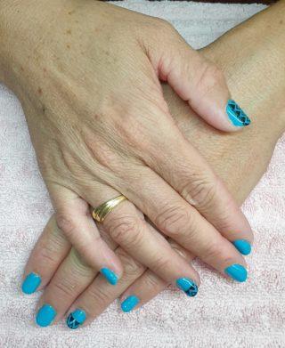 Ce joli Vert/Bleu émeraude avec sa petite déco 💚🥰 Pose de vernis semi-permanent 💅