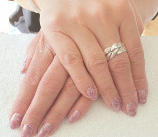 Un Rosé cat eye pour illuminer tout les ongles 💗 Le rendu est beaucoup plus joli en réel 🥰 Pose de vernis semi-permanent 💅