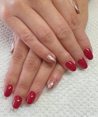 Un joli Rouge foncé et des paillettes 🥰 Remplissage en gel 💅