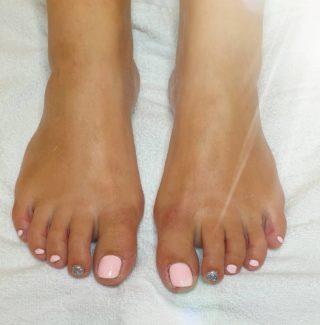 Des pieds tout lumineux 🥰 Pose de vernis semi-permanent 💅