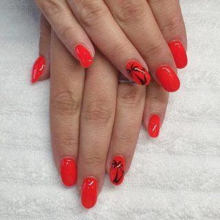 Un Orange bien vif 🧡et ses palmiers 🌴 et les petites mains Rosé 🥰 Remplissage en gel et pose de vernis classique 💅