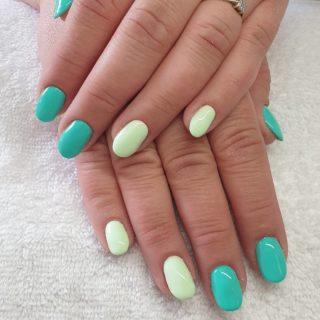 Un joli Vert pour donner du Pep's aux journées ensoleillées 💚 Remplissage en gel 💅