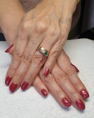 Un joli Rouge Irisé légèrement pailleté ❤ Pose de vernis semi-permanent 💅
