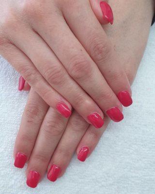 Un joli Rouge dans les tons rosé ❤💗, très lumineux avec ce beau soleil 🥰 Remplissage en gel 💅